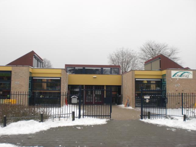 Ingan school met sneeuw